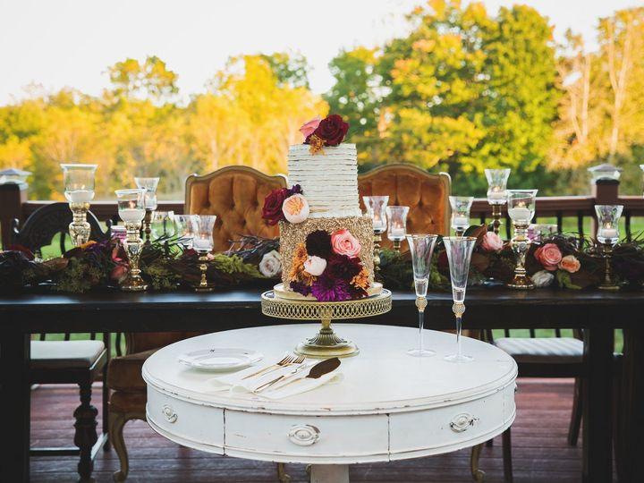 Tmx Wedding Cake On Vintage Table 51 482130 158294576187617 Indianapolis, IN wedding rental