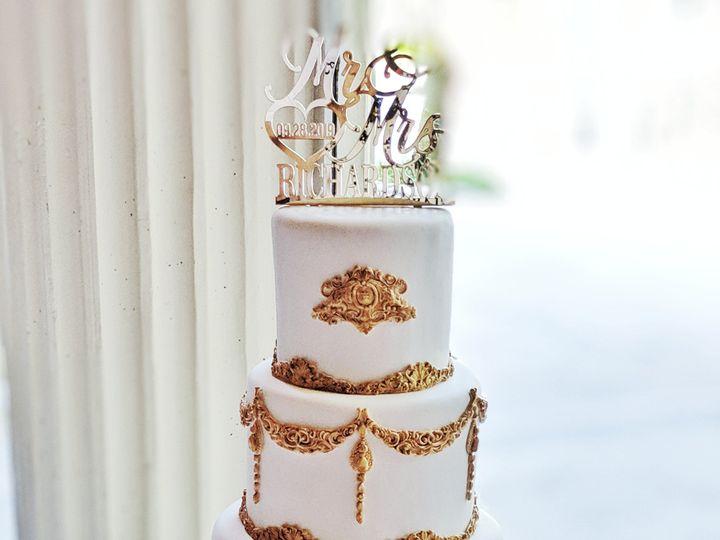 Tmx 00100lportrait 00100 Burst20190928162925970 Cover 01 51 1003130 1573055978 Tampa, FL wedding cake