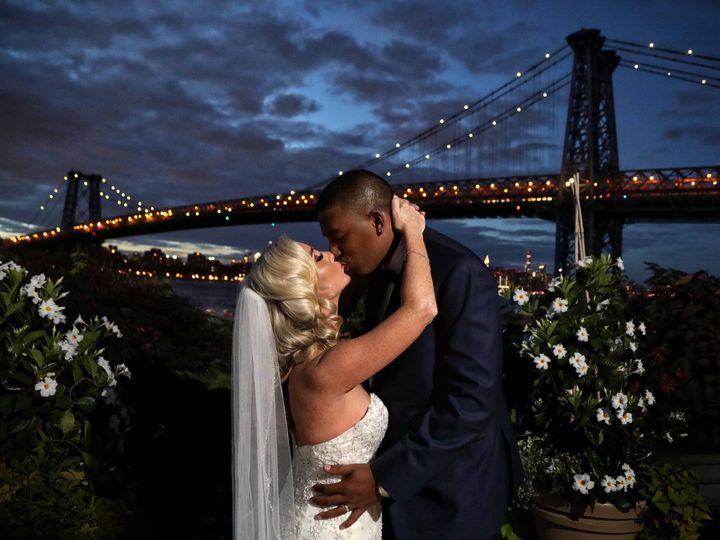 Tmx 46 Bride Groom Wedding Dumbo Kiss 51 3130 158989741541343 Garden City, NY wedding photography