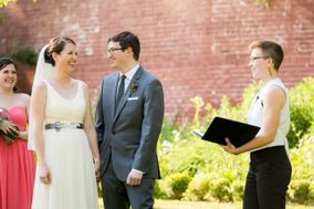 Officiant Lindsey