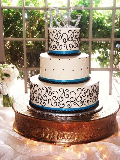 Fleur De Lis Unforgettable Cakes Wedding Cake Phoenix Az Weddingwire