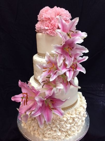 Pink flower decorated cake