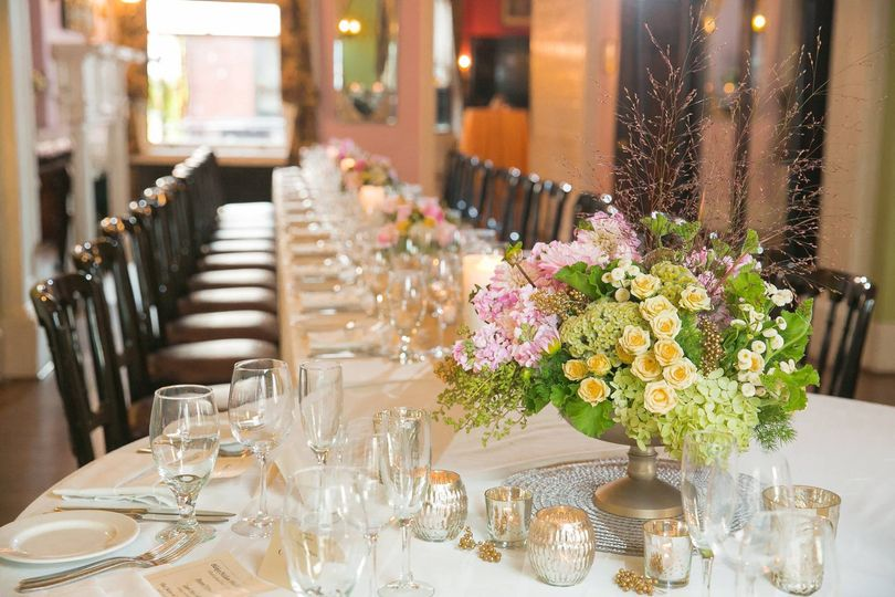 Gorgeous, asymmetrical head table arrangement.
