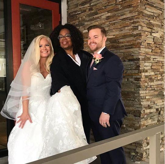Oprah poses with Sara & Wesley