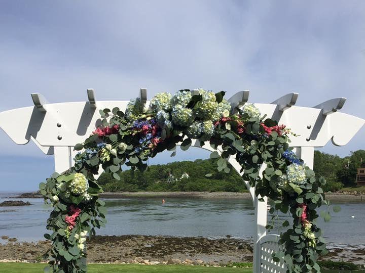 Tmx 1520011424 C770f491c02d5eb8 1520011423 758e38d713092568 1520011420939 5 18921986 140759956 Ogunquit, Maine wedding florist