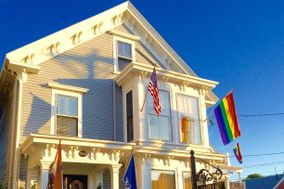 The Queen Vic Guest House Provincetown - A Bed & Beverage