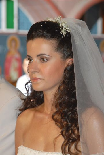 Elli's light bronze bridal make up.
