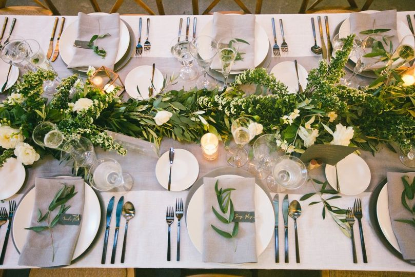 Elegant table settings - LRE Catering