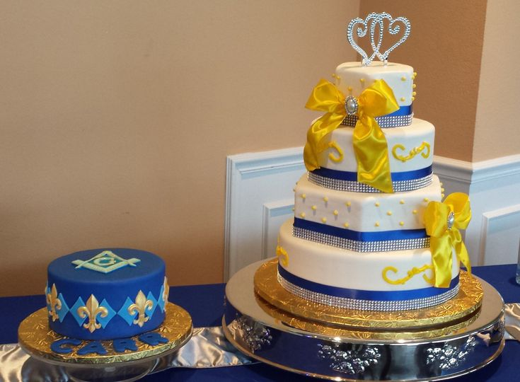 Blue and gold round cake