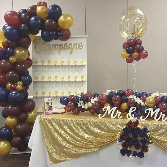 Champagne balloon stand