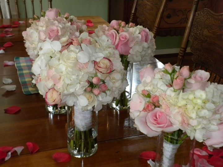 bride hydrangea rose orchid and bridesmaid 800x600