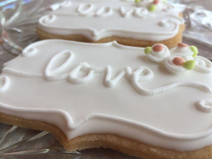 Tmx 1534189140 112ed4c28bce9fac 1534189139 65f27e2540ced0e3 1534189137321 14 Love Wedding Favo Colgate wedding cake