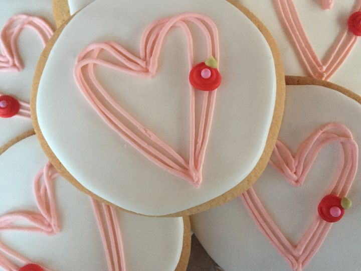 Tmx Hearts Open Plated 51 1013630 Colgate wedding cake