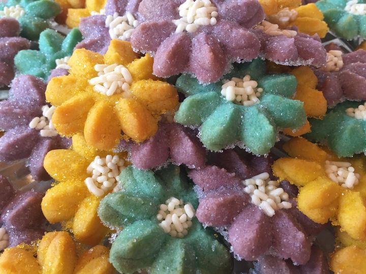 Tmx Spritz Flowers Yel Turq Purp 51 1013630 Colgate wedding cake