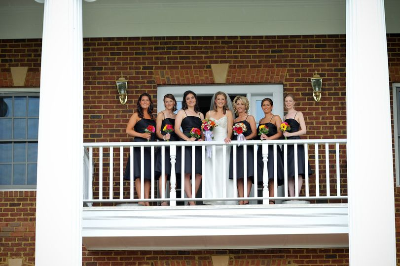 800x800 1478708847878 front balcony with bridal party