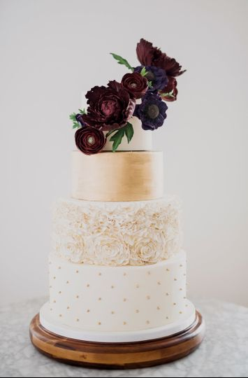 Gold cake with deep red roses