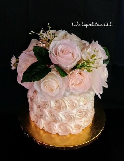 Cake with lots of Cupcakes