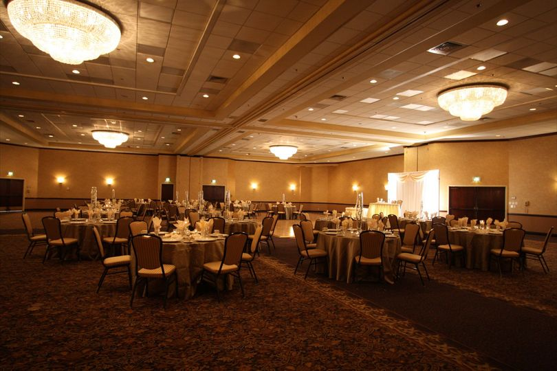 Go for a soft glow in our large ballroom to really set the mood for an excellent celebration!