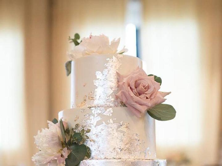 Tmx 1535824277 4456f78532cd5577 1535824276 8dc187b25bb46601 1535824274852 2 17190668 130535725 Saint Louis, MO wedding cake