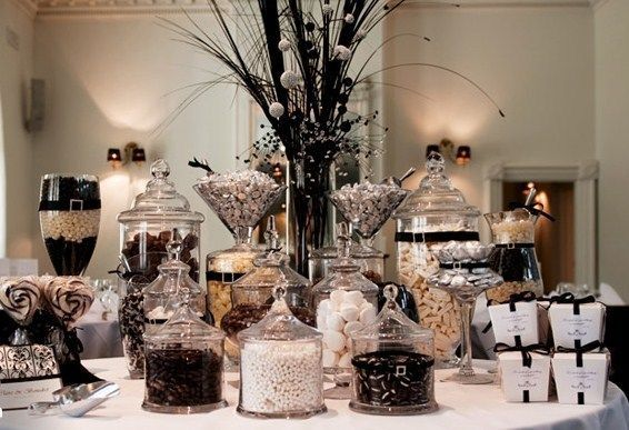Black and White Sweet Table