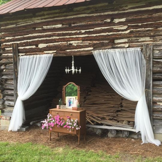 A picturesque barn filled with tobacco sticks is at the entrance to the Meadow.