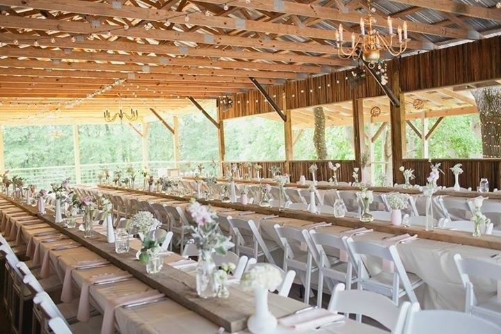 One of the many ways to set up the Hay Shack for an indoor reception.