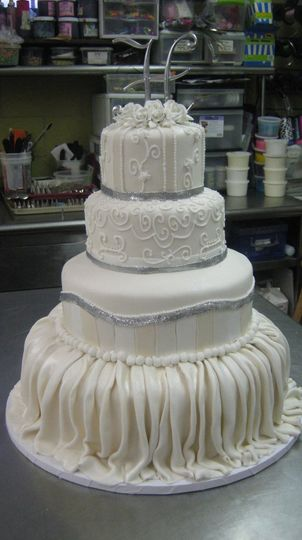 herman 39 s bakery wedding cake baltimore md weddingwire. Black Bedroom Furniture Sets. Home Design Ideas