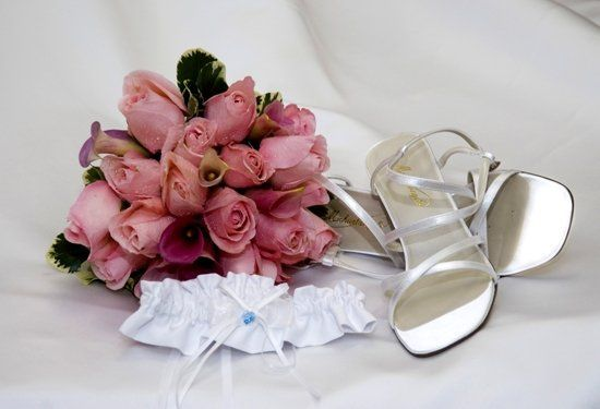 Bridal bouquet and accessories.