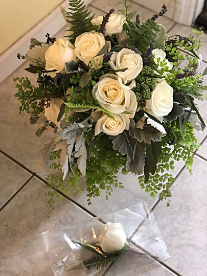 Wedding bouquet and boutonnière for Homewwod venue