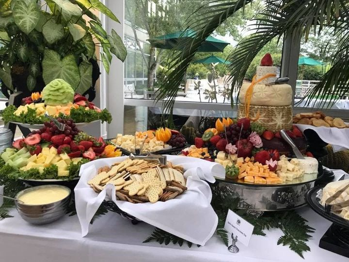 Fruit and cheese hors d'oeuvres