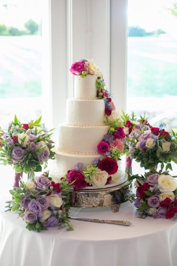 Four tier wedding cake with ascending flowers