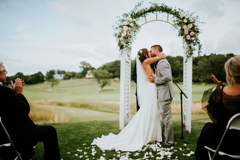 Wedding kiss | Amy Spirito Photography