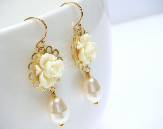 Make your wedding day special with these unique floral earrings to give you that delicate, feminine...