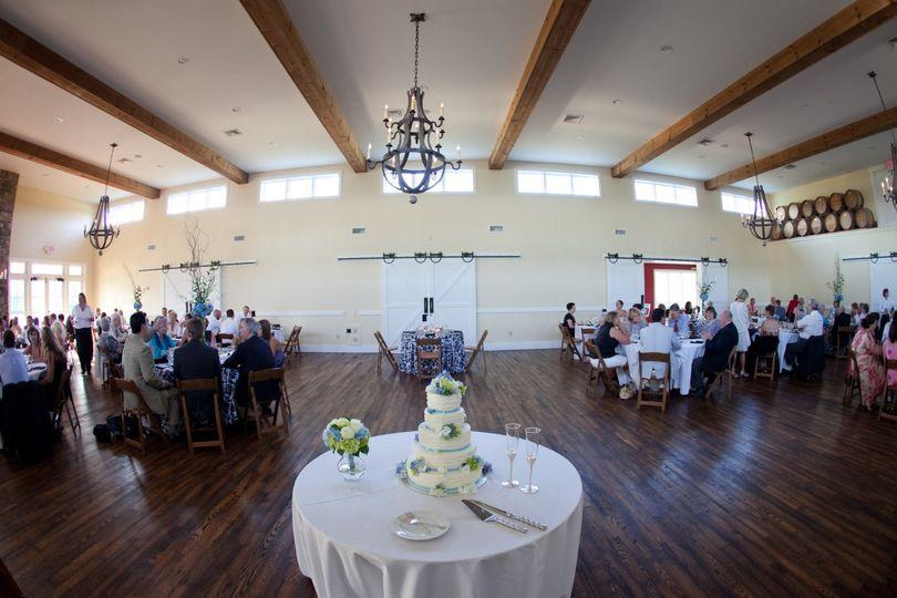 Table setup and wedding cake