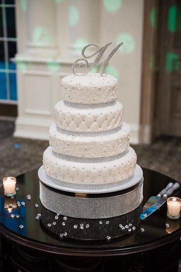 604fbc67ded88687 weddingcake