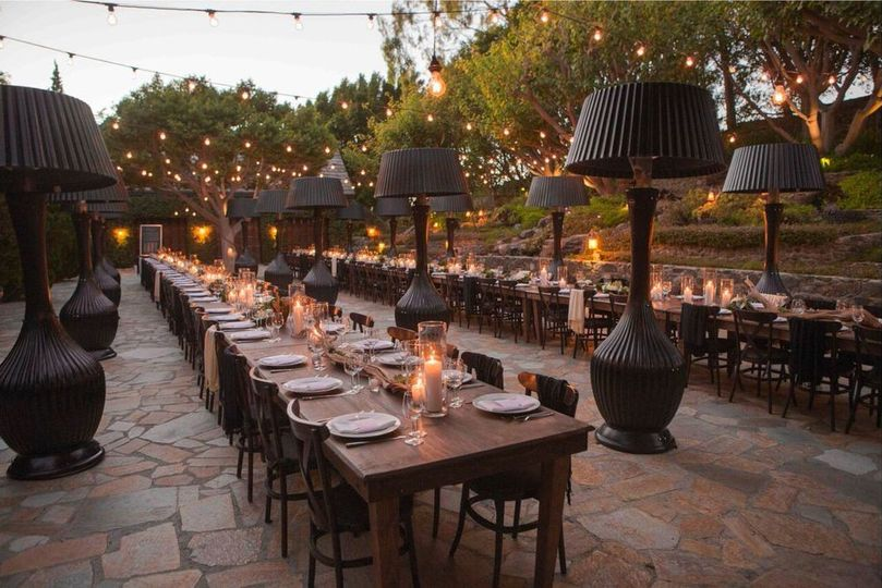 OUtdoor long table setup