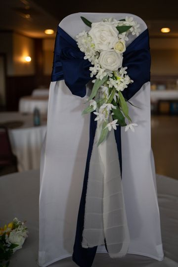 White aisle floral arrangement