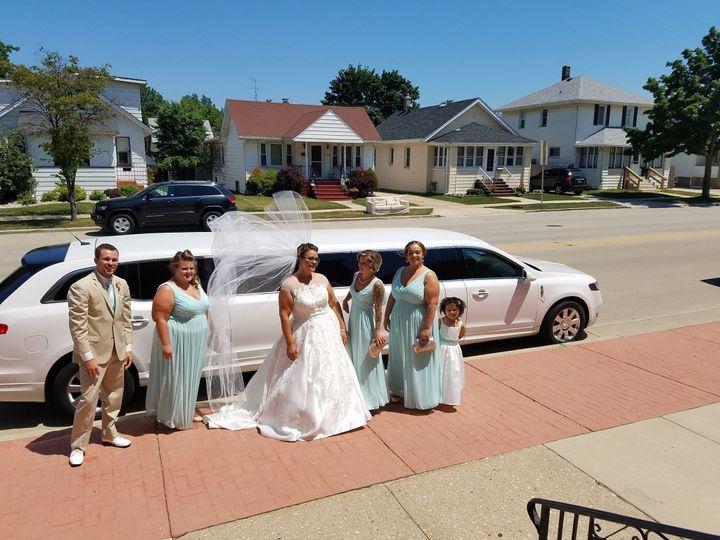 Tmx 1523949984 C6152bad2a2e900a 1523949982 6d9ff47516c524c1 1523949978449 3 16299749 129472878 Pleasant Prairie wedding transportation