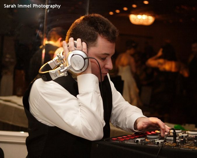 800x800 1418778717287 hudson valley wedding dj bri swatek spinning with