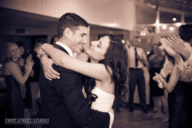 800x800 1418778825619 hudson valley wedding dj bri swatek first dance tr