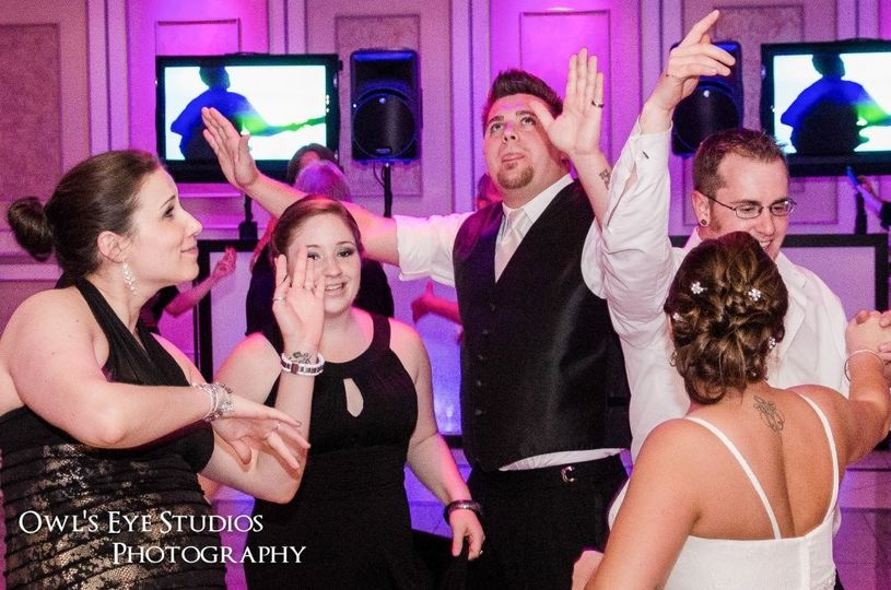 800x800 1418778862310 hudson valley wedding dj bri swatek dance party tv