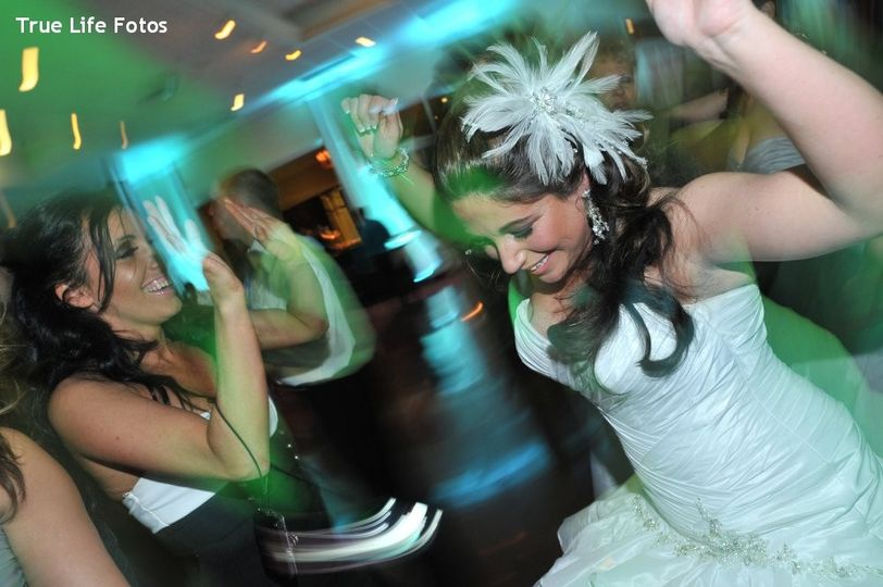 800x800 1418778887016 hudson valley wedding dj bri swatek dance party gr