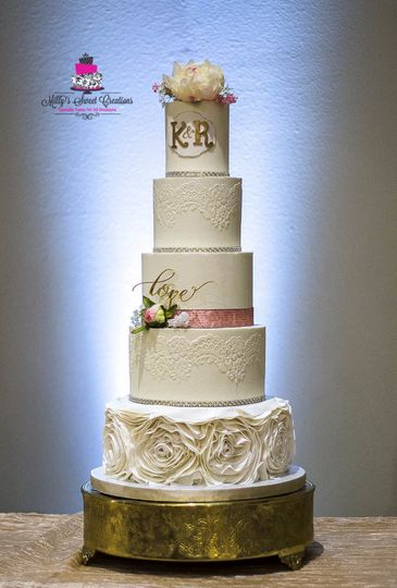 white blush pink and gold wedding cake 001