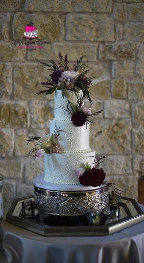 d8f323a1b8ee8576 1516585144 67218b03e046a484 1516585142252 1 Damask Wedding Cak