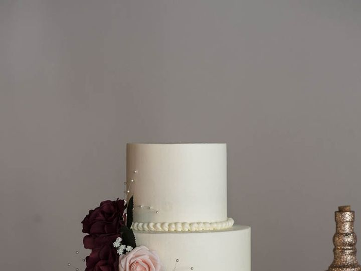 Tmx Smooth Buttercream Wedding Cake With Silk Flowers 001 51 529340 Cleburne, Texas wedding cake