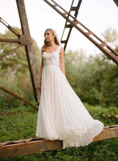 Delicate fitted bodice with silk chiffon and French chantillly lace. Full Circle skirt