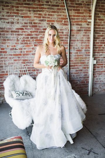 Strapless ball gown made in silk organza en embroidered under layers in gold and silver.