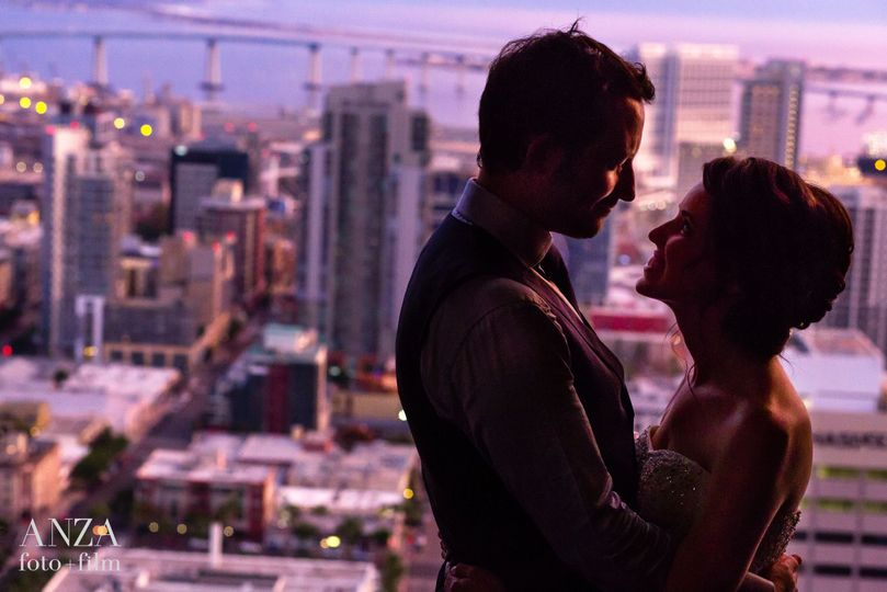 Newlyweds with the city in the backdrop