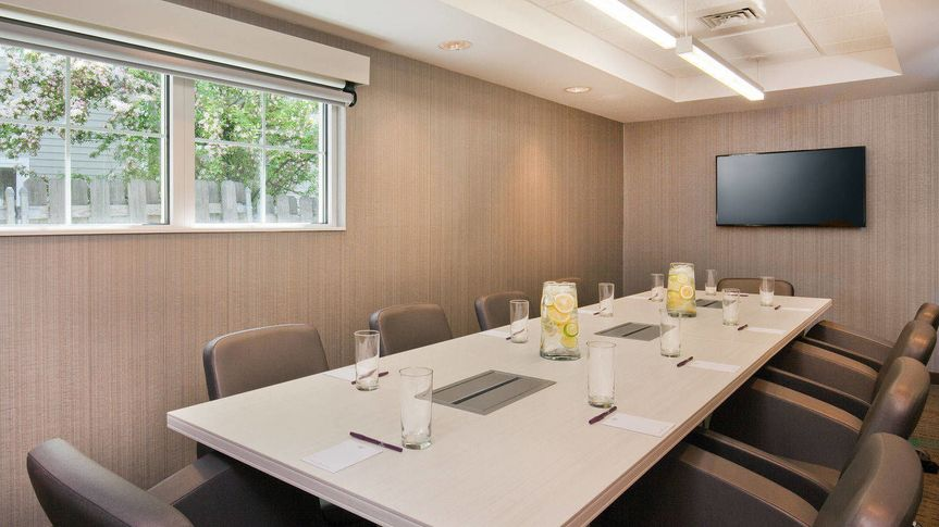 Boardroom to seat a maximum of 8 people