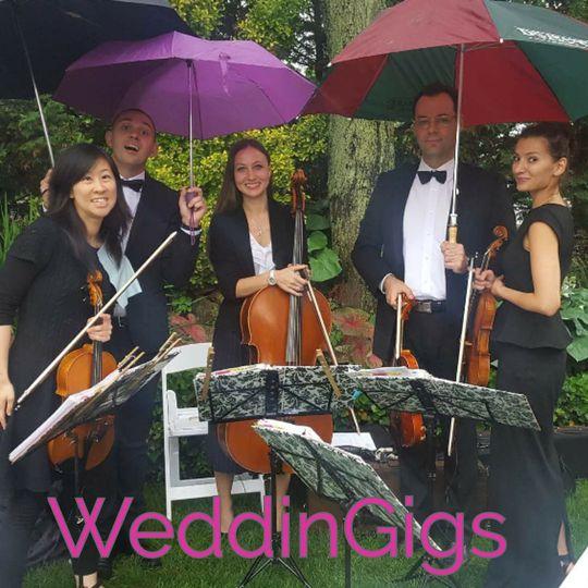 Musicians under the rain